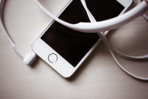 white-iphone-5s-with-headphones-picjumbo-com